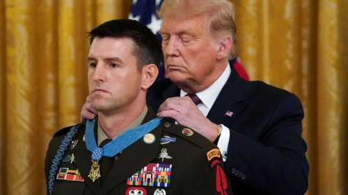 Soldier receives Medal of Honor after helping save 70 captives from execution by Islamic State