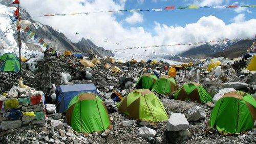 Trotz Corona-Fällen: Rund 350 Menschen standen auf Mount Everest