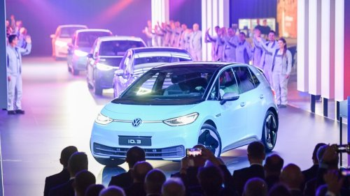 Die 15 meistverkauften E-Autos der Schweiz – ein Hersteller fährt Tesla davon