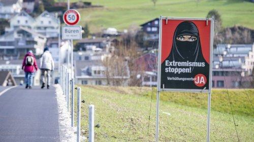 Verhüllungsverbot soll bereits am Flughafen gelten – Ausnahme für Demos vorgesehen