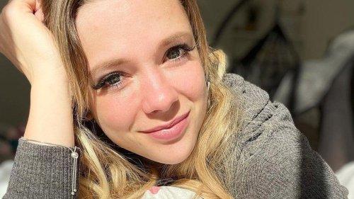 Influencerin Anne Wünsche zeigt ihre Brust-Dehnungsstreifen