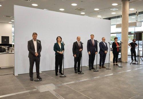 Politik-News: FDP-Chef Lindner und Grünen-Chef Habeck werben für Ampel-Koalition