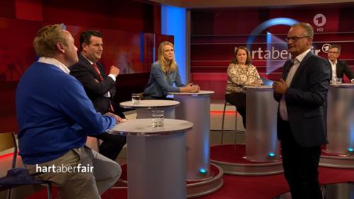"""""""Hart aber fair""""-Gäste geraten in Streit – Frank Plasberg muss eingreifen"""