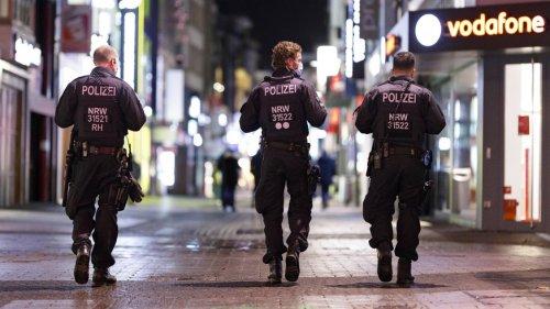 """""""Diese Leute würden wir vorrangig überwachen"""": Wie die Polizei die Ausgangssperren in Großstädten überprüft"""