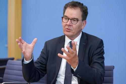 Corona-News: Entwicklungsminister warnt reiche Länder davor, Impfstoff für Drittimpfungen zu horten +++ RKI meldet Inzidenz von 61,4