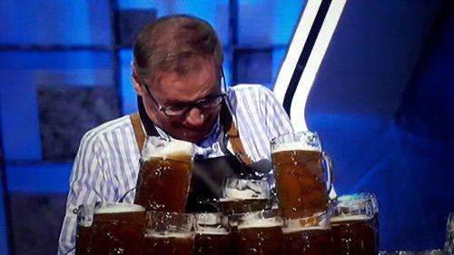 Günther Jauch verliert seine Hose in RTL-Show – Gottschalk und Schöneberger spotten