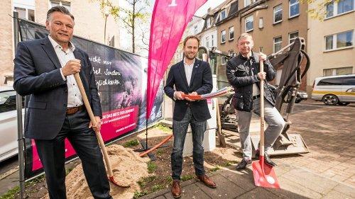 Schnelles Internet für Hochfeld: Erste Glasfasern verlegt