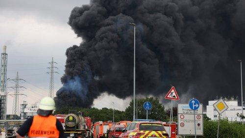 Live-Ticker: Landesumweltamt spricht von Dioxinverbindungen im Rauch über Leverkusen