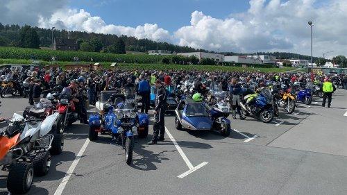 Motorraddemos gegen Streckensperrungen