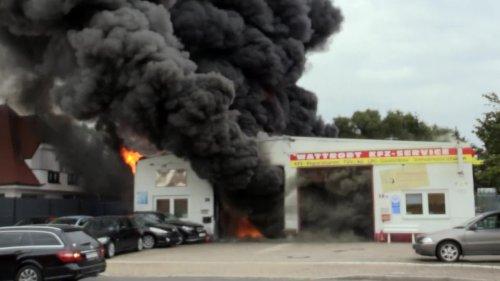 Großbrand in Langenfeld - Feuer unter Kontrolle