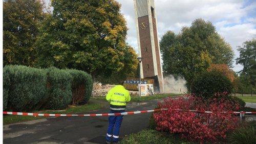 Sprengung des Kirchturms in Westerkappeln-Handarpe