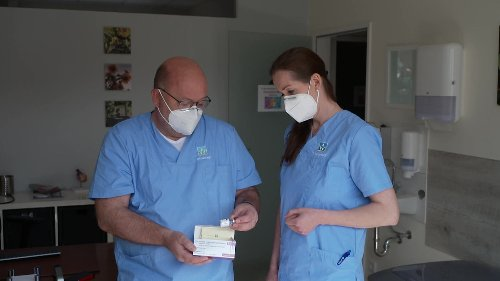 Arzt aus Herford bietet Impftermine mit Astrazeneca bei Ebay an