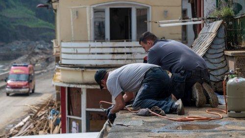 Handwerker nach Hochwasser extrem gefragt: Längste Wartezeit bei Dachdeckern