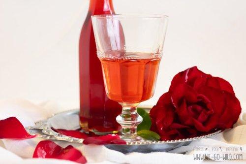 Rosensirup selber machen mit Birkenzucker