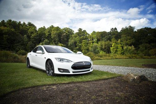 Bitcoin: da oggi si può comprare una Tesla - Webnews