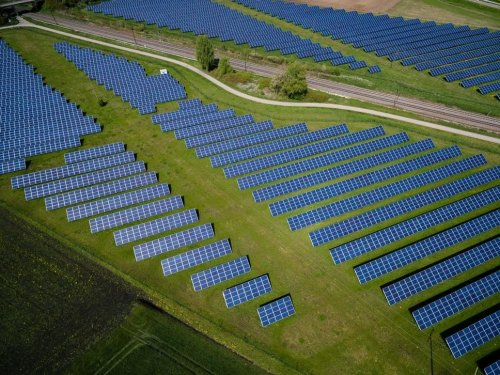 2020 was a record-breaking year for renewable energy in the US. Here's why