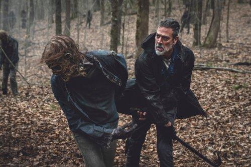 Negan Fights A Walker In First Look At The Walking Dead Season 11