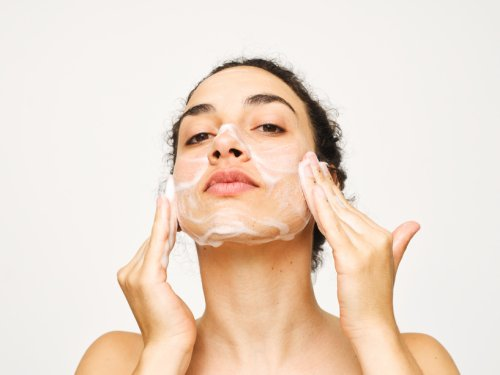The Best Face Washes for Blackheads Contain 2 Specific Ingredients, According to a Dermatologist
