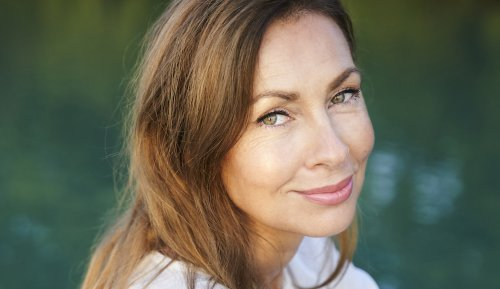 7 of the Best Foundation for Mature Skin Makeup Artists Can't Stop Recommending to Clients Over 50