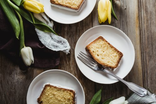 These 2-Ingredient Apple Coconut Cake Bars Offer Endless Gut-Boosting Benefits