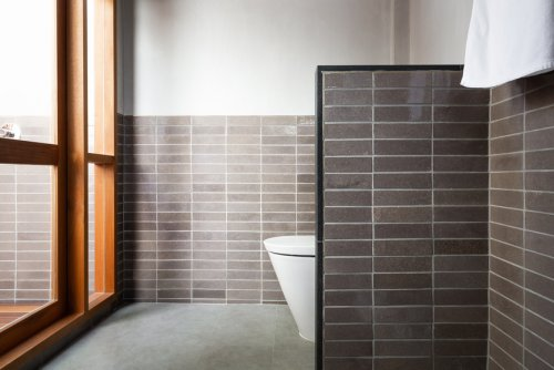 7 Best Poop Sprays To Discreetly Banish Odor From Your Bathroom