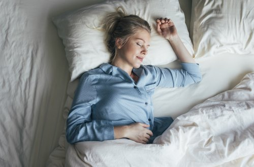 The Magic Number of Pillows a Physical Therapist Says Will Eliminate Back, Neck, and Shoulder Pain While You Sleep