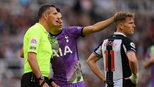 Tottenham-Profis sehen Notfall auf der Tribüne und organisieren Defibrillator