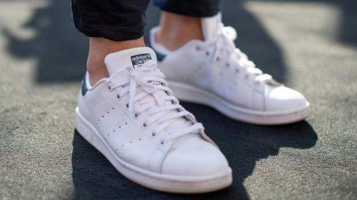 Dreckige Sneaker? Dieses Hausmittel bewirkt Wunder
