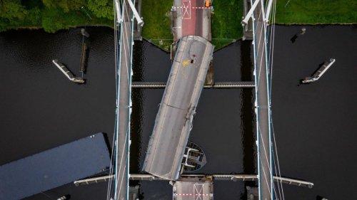 Tankschiff unter deutscher Flagge rammt Brücke