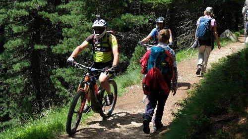 Die Invasion der Biker schlägt Wanderer in die Flucht