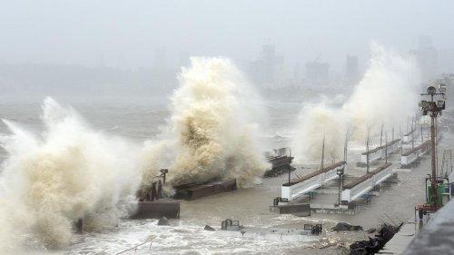 Mehr als 100 Vermisste auf hoher See nach Zyklon in Indien