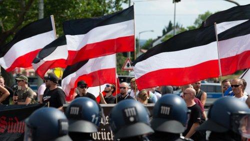 Mehr Bürger in Deutschland teilen demokratiegefährdende Ansichten