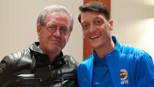 """""""Mein Treffen mit Deutschlands mutigstem Politiker"""", schreibt Özil zu seinem Foto"""