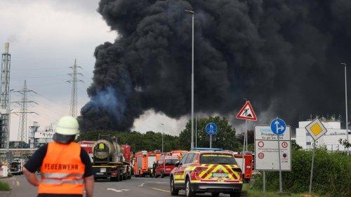 Vier Schwerverletzte und fünf Vermisste nach Explosion im Chempark Leverkusen