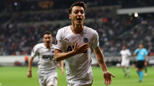 Özil trifft bei Rückkehr nach Deutschland gegen Frankfurt