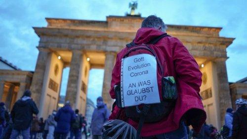 """Polizei Berlin begründet Verbot für """"Querdenker""""-Demos"""