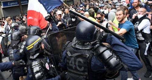 French Protest Against Vaccine Passports Turns Violent, Gets Smoked with Tear Gas