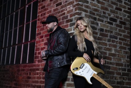 """Hear Brantley Gilbert's New Single With Lindsay Ell, """"What Happens In A Small Town"""""""