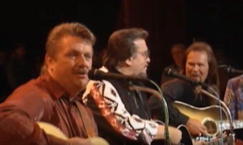 Remember When Joe Diffie Performed With Travis Tritt, Waylon Jennings, & Steve Wariner?