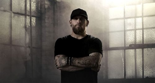 """Brantley Gilbert Drops Small Town Party Anthem, """"Fire't Up"""""""