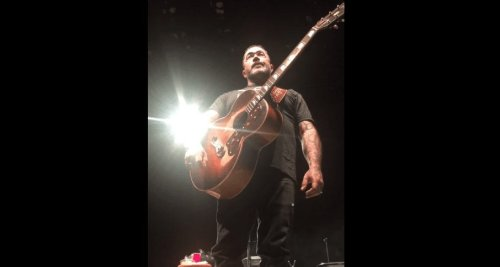"""Shut The F*ck Up"" – Aaron Lewis Walks Off Stage Again, Throws His Beer At Crowd"