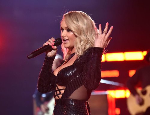 "Miranda Lambert Takes Shot At Blake Shelton, Changes Lyrics To ""I Got The Hell Out Of Oklahoma"""