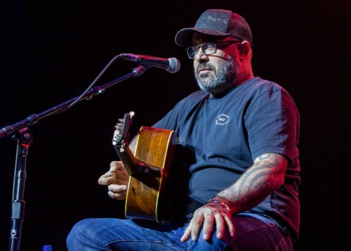 Aaron Lewis Is Back At It, This Time Throwing Feces Into The Crowd
