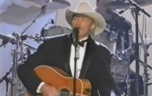 "CMA Awards 1999: Alan Jackson Gets Standing Ovation After Protest Performance Of George Jones' ""Choices"""