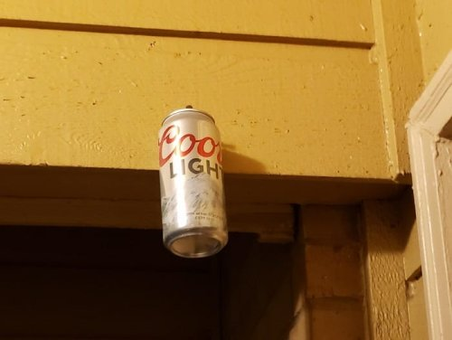 Redneck Genius Uses Color-Changing Coors Light Can As An Outdoor Thermometer