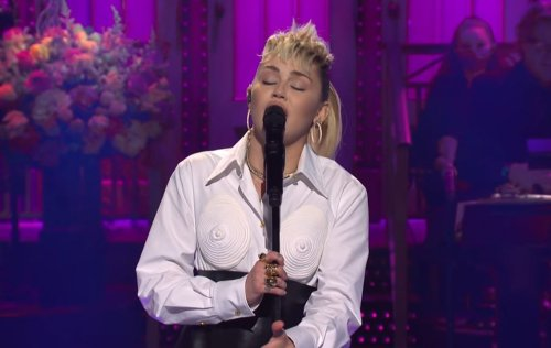 """Miley Cyrus Delivers Knockout Performance Of Dolly Partons' """"Light Of A Clear Blue Morning"""" On SNL Ahead of Mother's Day"""