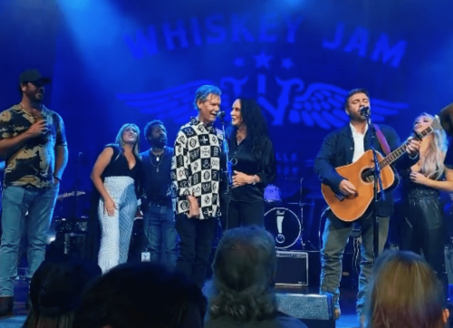 """Randy Travis Joins In On """"Forever And Ever, Amen"""" In A Beautiful Moment At The Ryman To Celebrate Whiskey Jam's 10th Anniversary"""