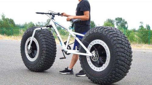 Wirklich dicke Reifen an ein Fahrrad montiert