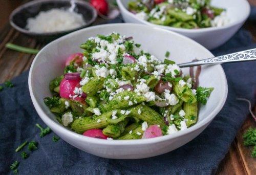 Line macht Pasta-Salat mit Bärlauch-Kräuter-Pesto, Radieschen und Feta