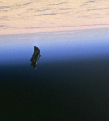 Black Knight satellite conspiracy theory - Wikipedia